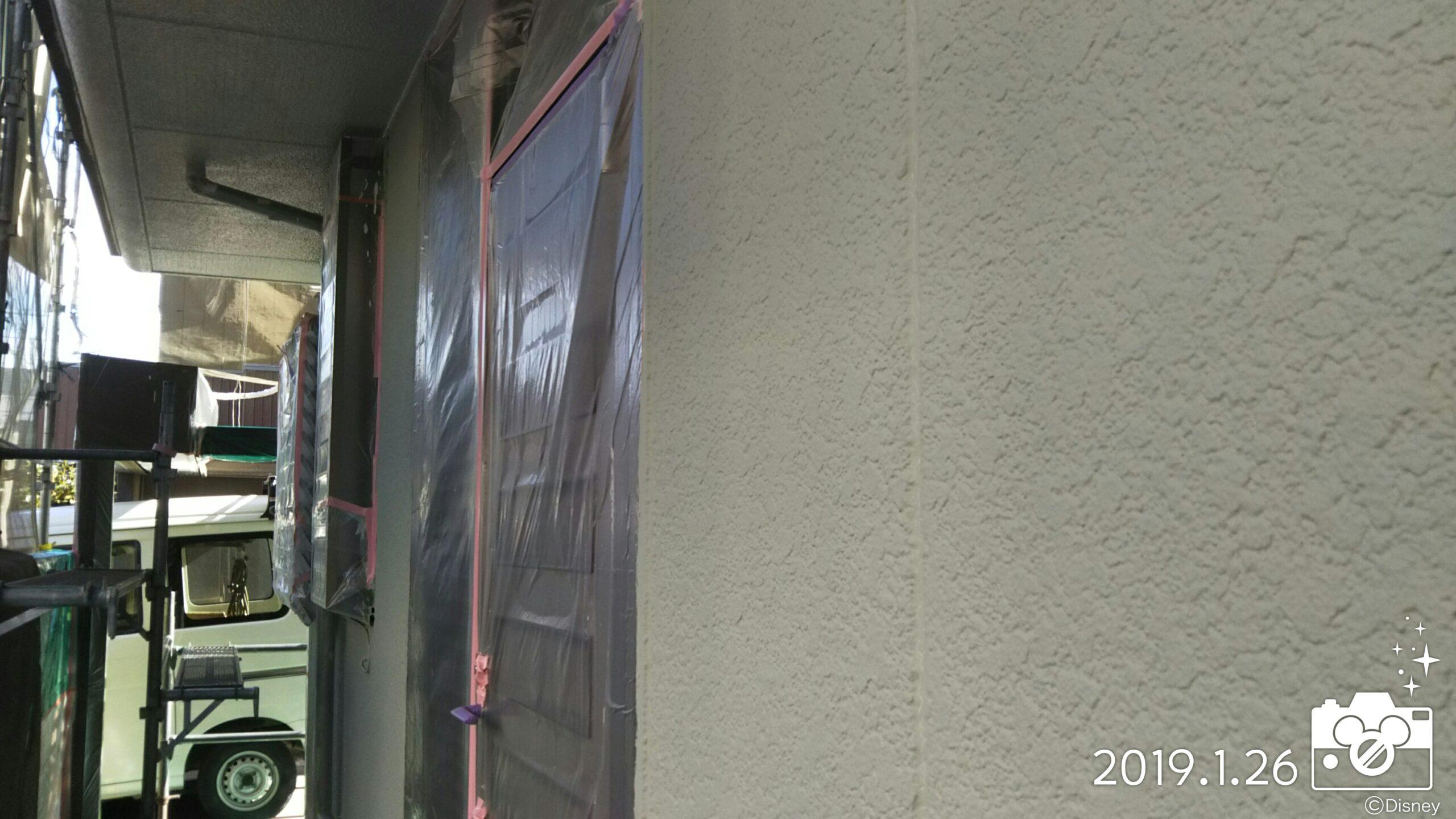 埼玉県さいたま市中央区のT様邸(木造2階建て)にて塗り替えリフォーム中 外壁の下塗りと破風の塗装工事|