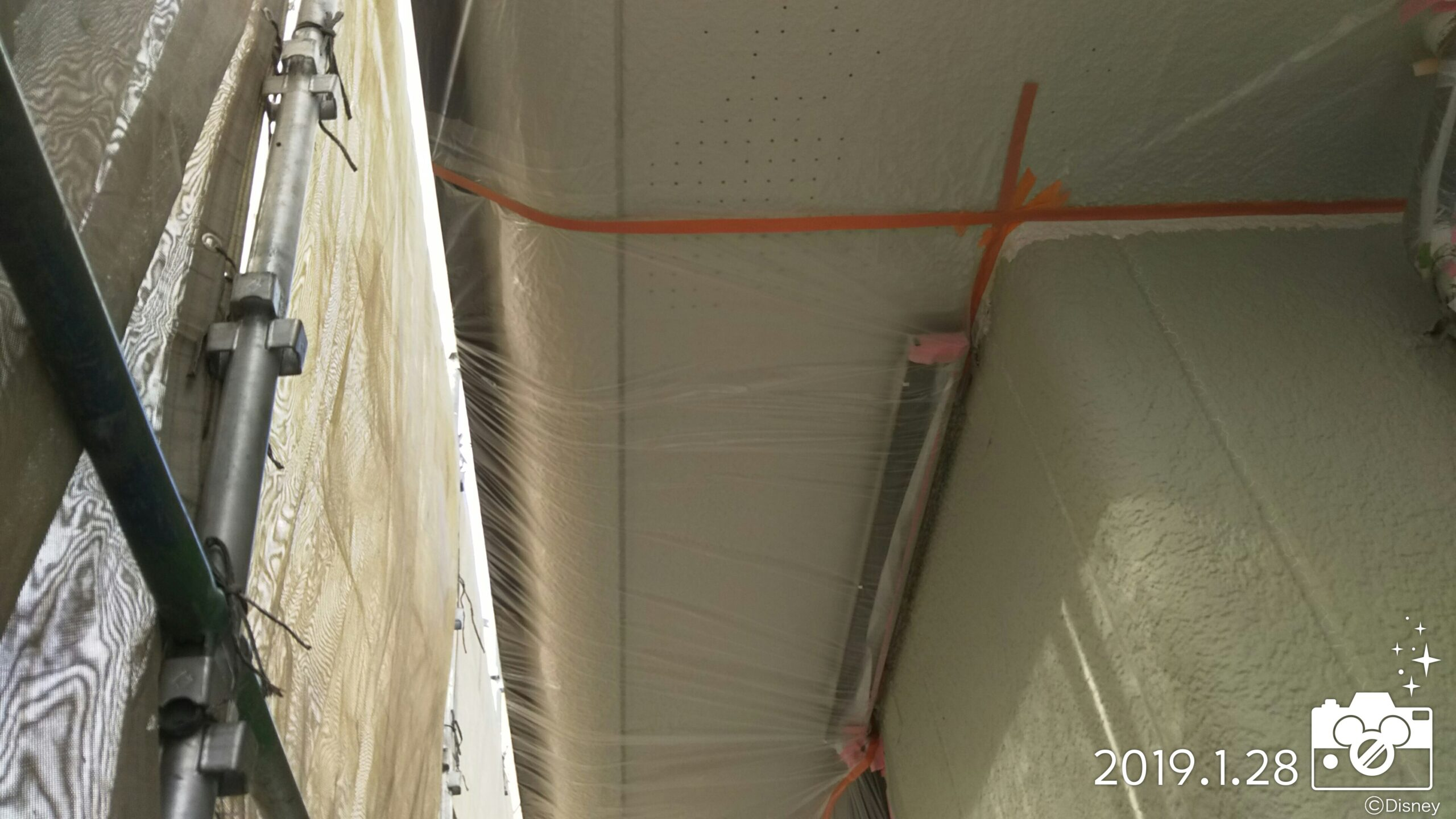 埼玉県さいたま市中央区 T様邸 吹き付け塗装前の養生作業|(木造2階建て)にて塗り替えリフォーム中