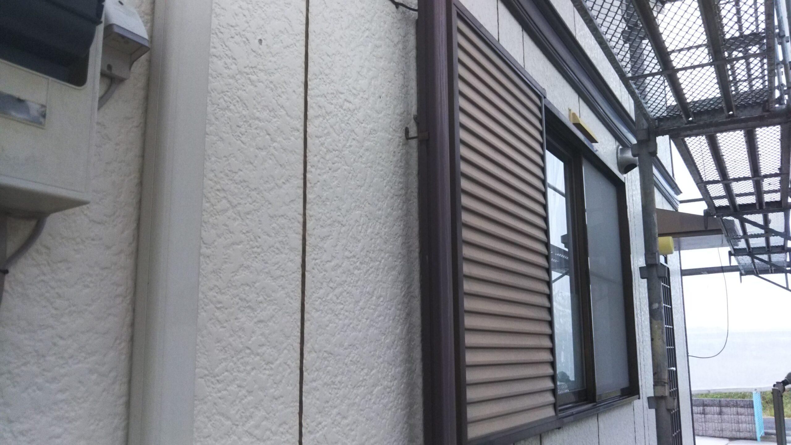さいたま市浦和区のK様邸(木造2階建て)にてコーキングの撤去・打ち替え作業