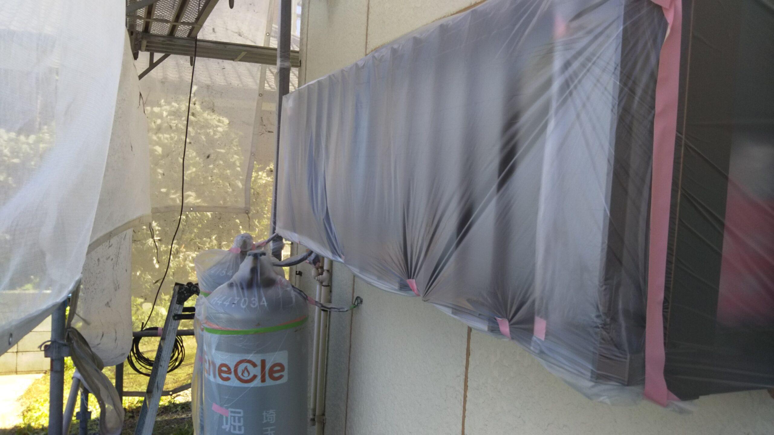 外壁塗装の養生作業|さいたま市浦和区のK様邸(木造2階建て)にて塗り替えリフォーム中