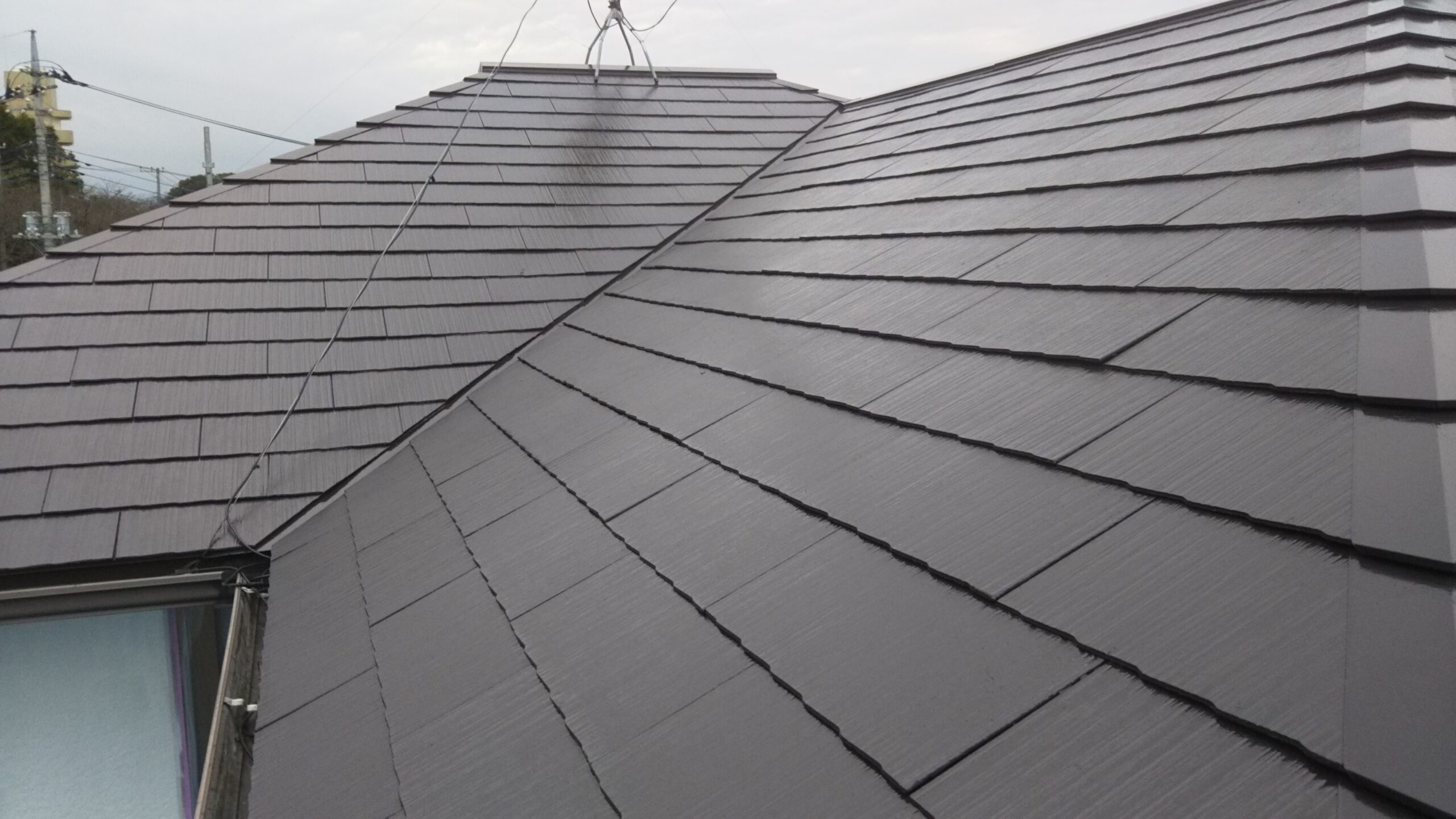 さいたま市浦和区のK様邸(木造2階建て)にて養生作業・外壁の下塗り・屋根の仕上げ塗装