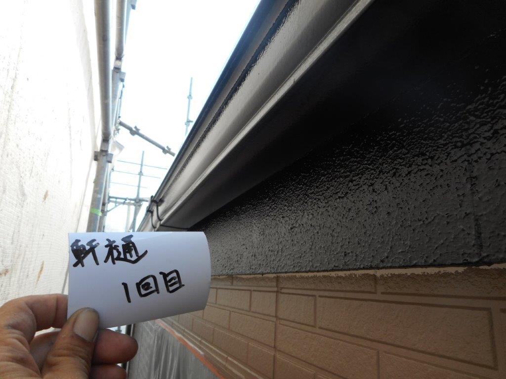 埼玉県さいたま市西区のW様邸(木造2階建て)にて外壁塗装前の養生と外壁の下塗り塗装