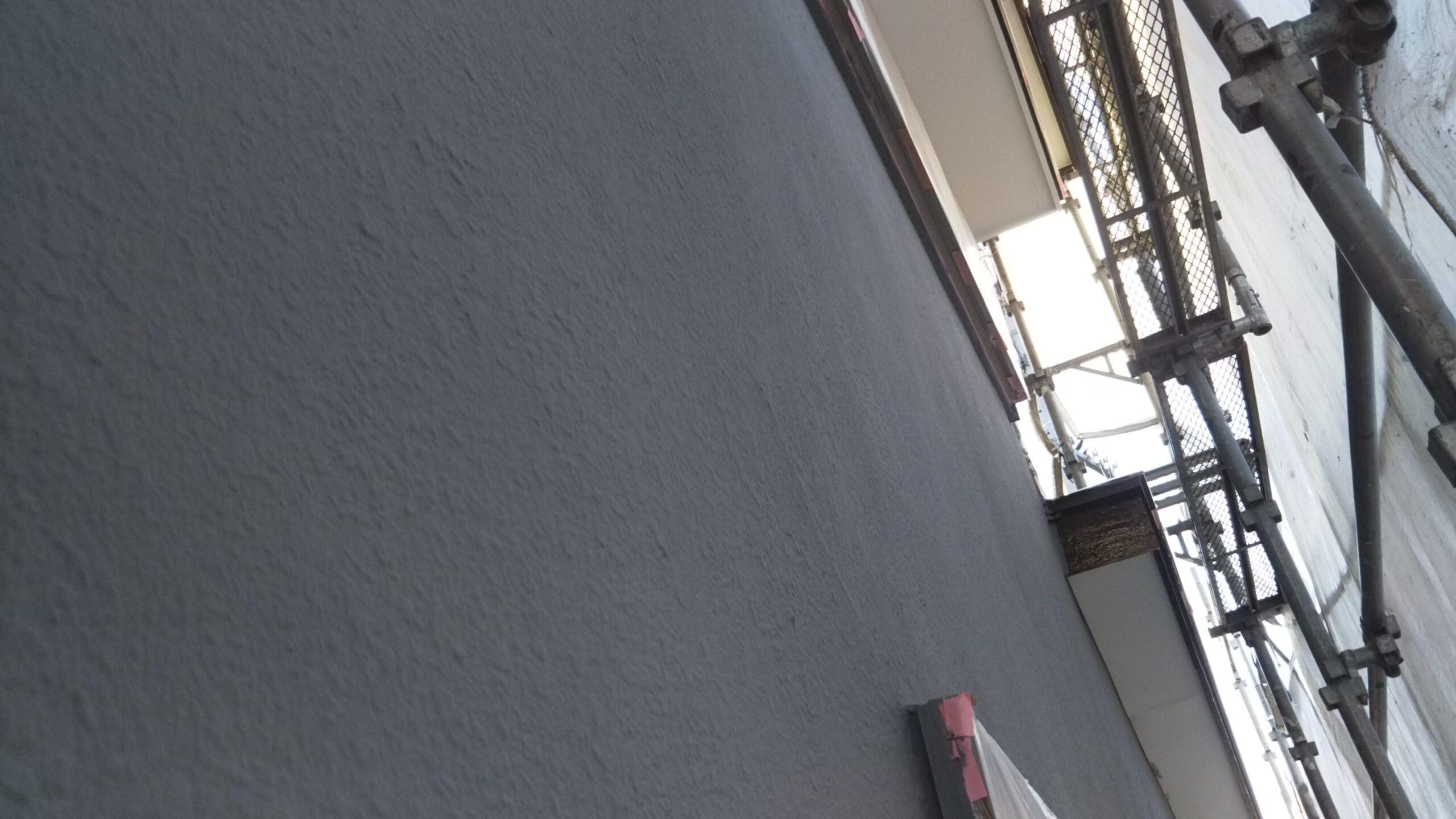 埼玉県さいたま市岩槻区のN様邸(木造2階建て)にて塗り替えリフォーム中雨のため塗装作業を中断