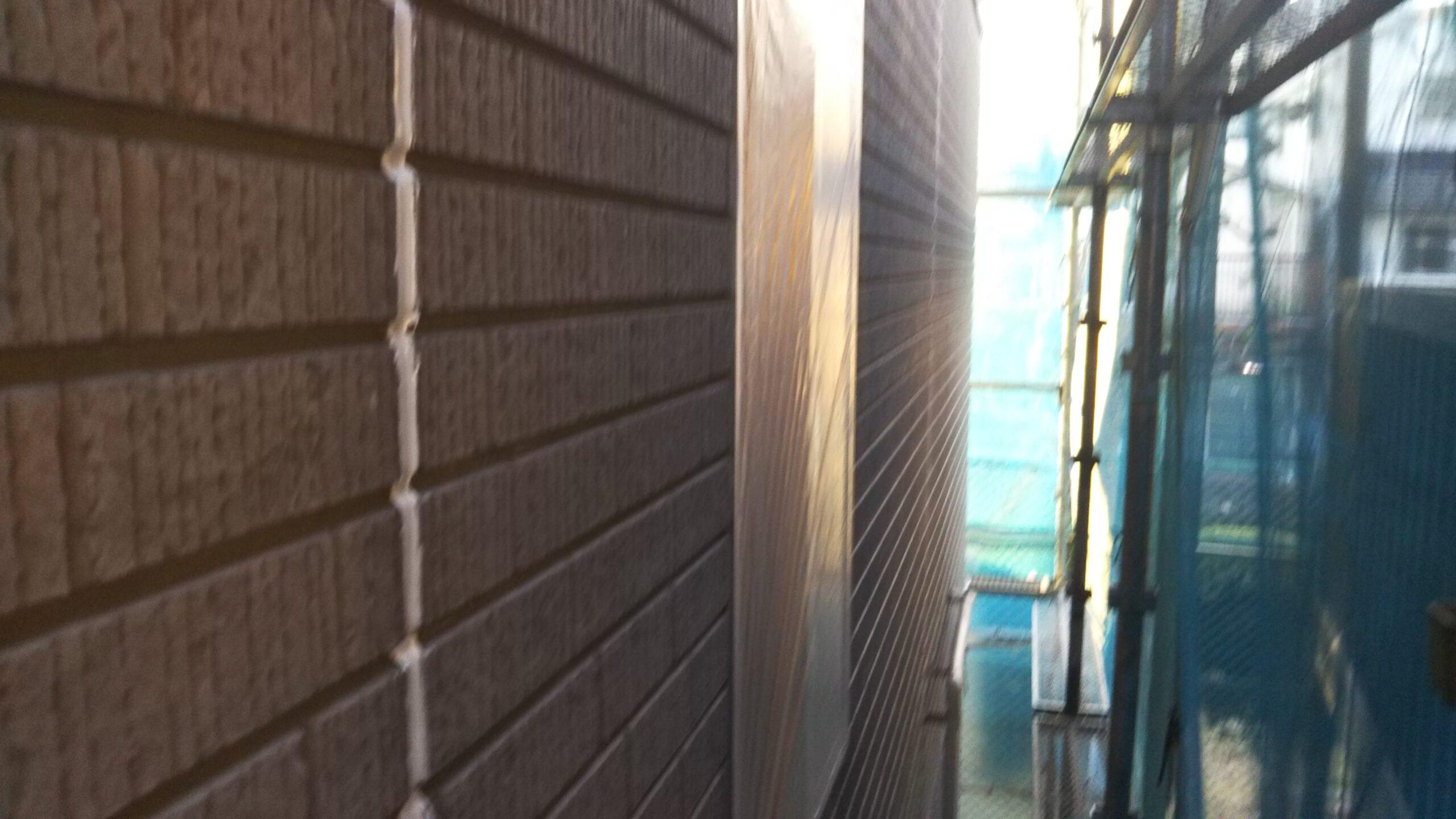 埼玉県さいたま市中央区の(木造3階建て)I様邸にてコーキングの打ち替え・外壁塗装前の養生