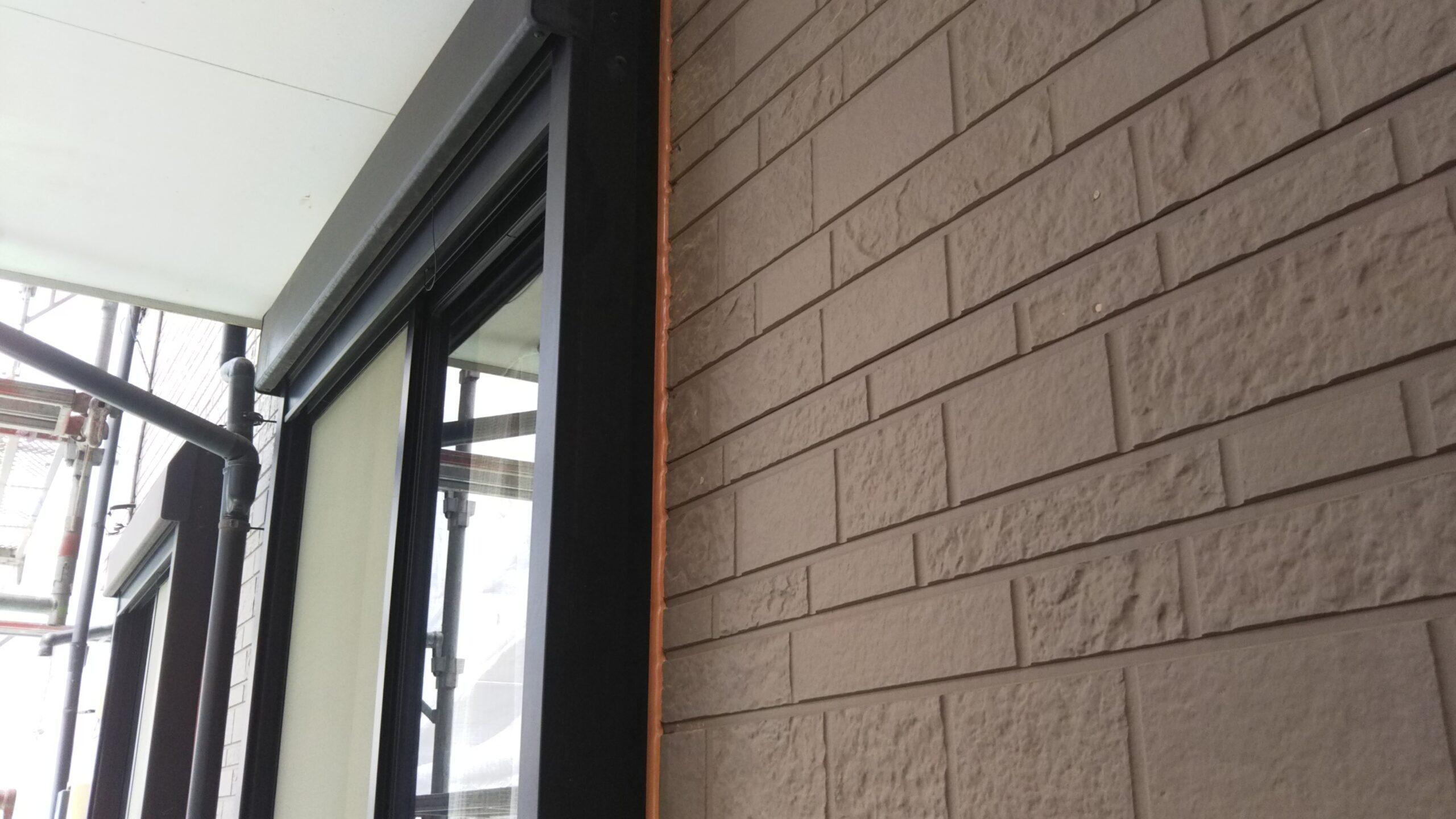 埼玉県さいたま市中央区のK様邸(木造3階建て)にてコーキングの打ち替え・外壁の養生作業