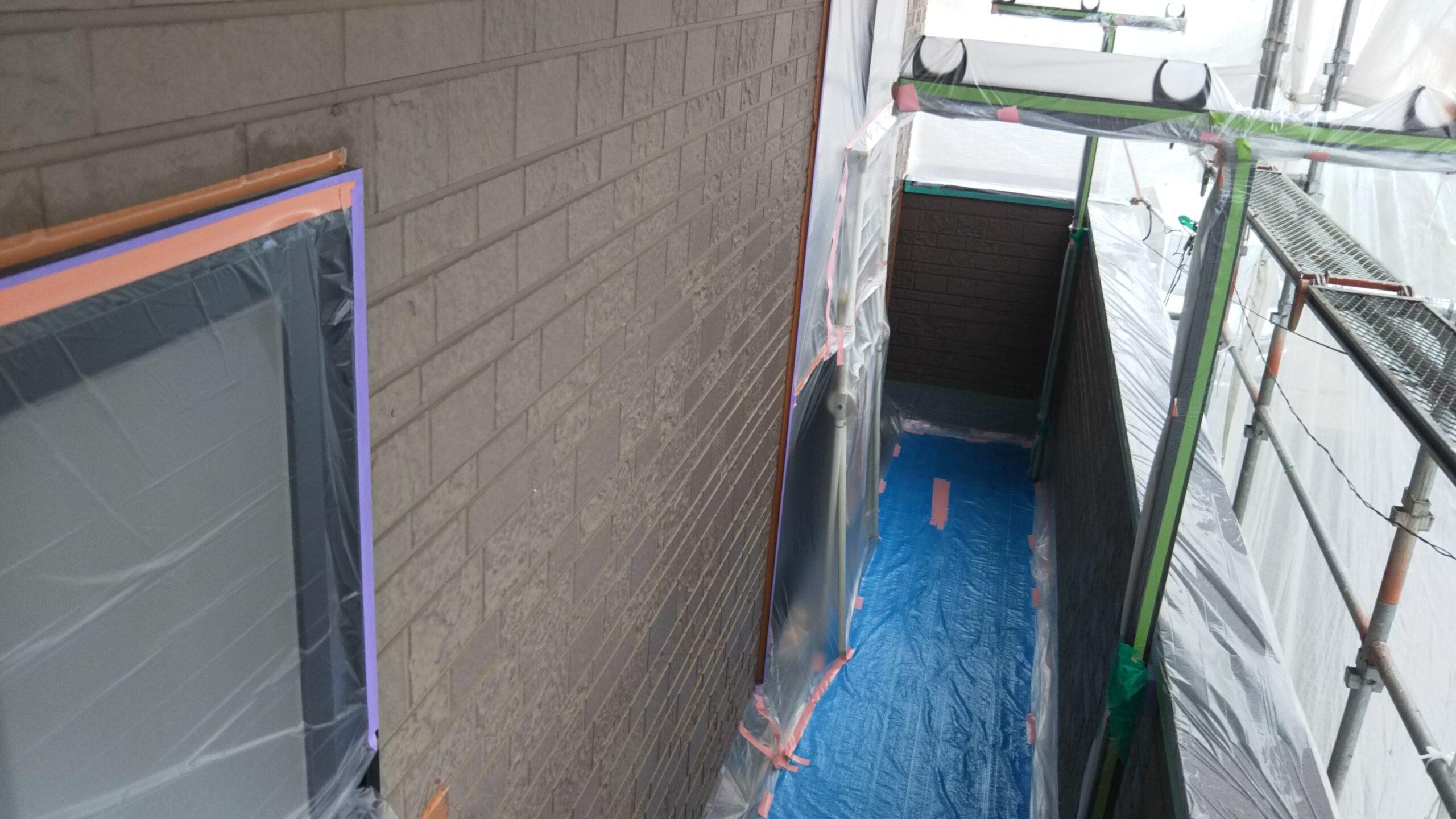 埼玉県さいたま市中央区のK様邸(木造3階建て)にて塗り替え塗装中 雨のため塗装作業を中断