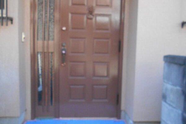 玄関ドアの仕上げ塗装