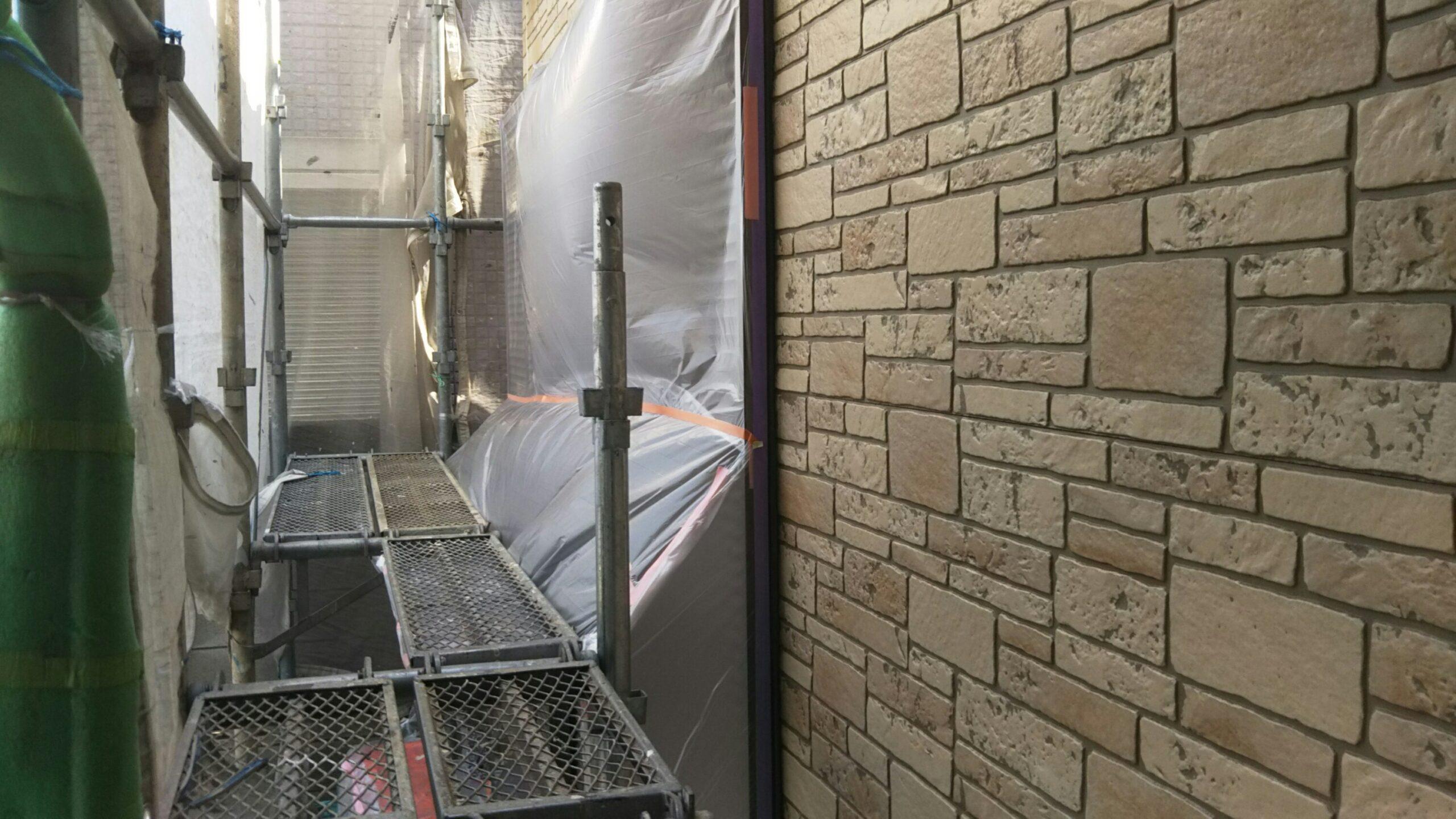 埼玉県さいたま市中央区のM様邸(木造2階建て)にて塗り替えリフォーム中 雨のため塗装作業を中断