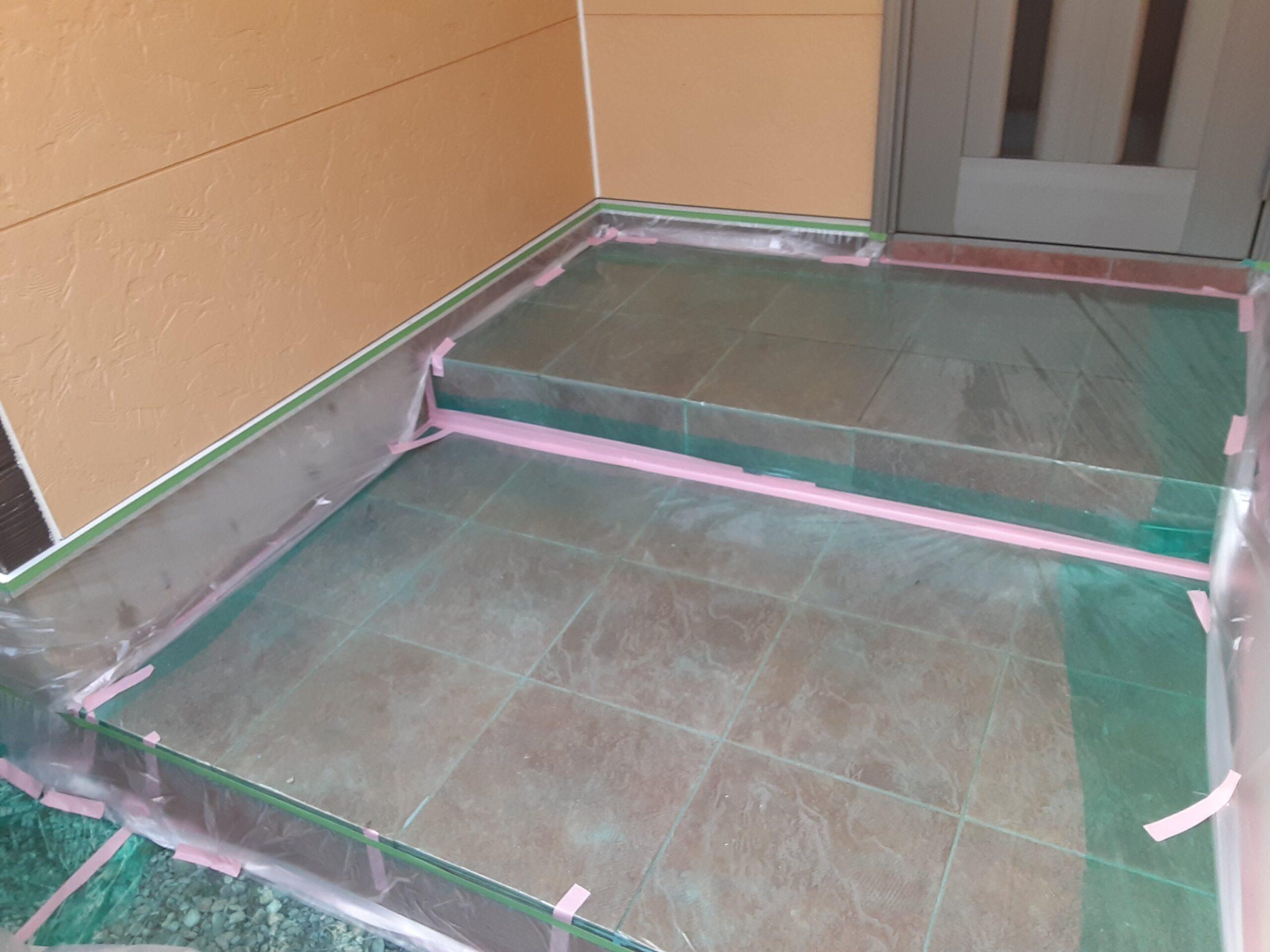 埼玉県さいたま市桜区のA様邸(木造3階建て)にて外壁コーキングの打ち替え・外壁塗装の養生