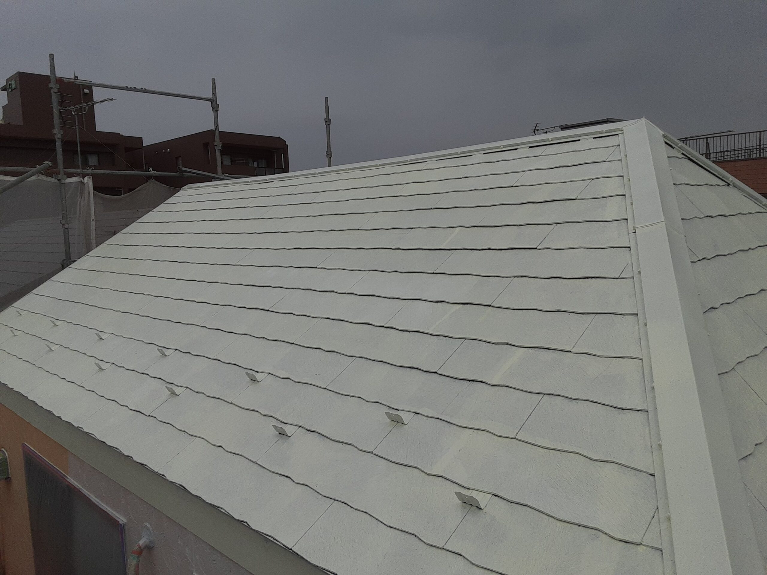 埼玉県さいたま市桜区のA様邸(木造3階建て)にて外壁の下塗り・中塗り・屋根の塗装工事