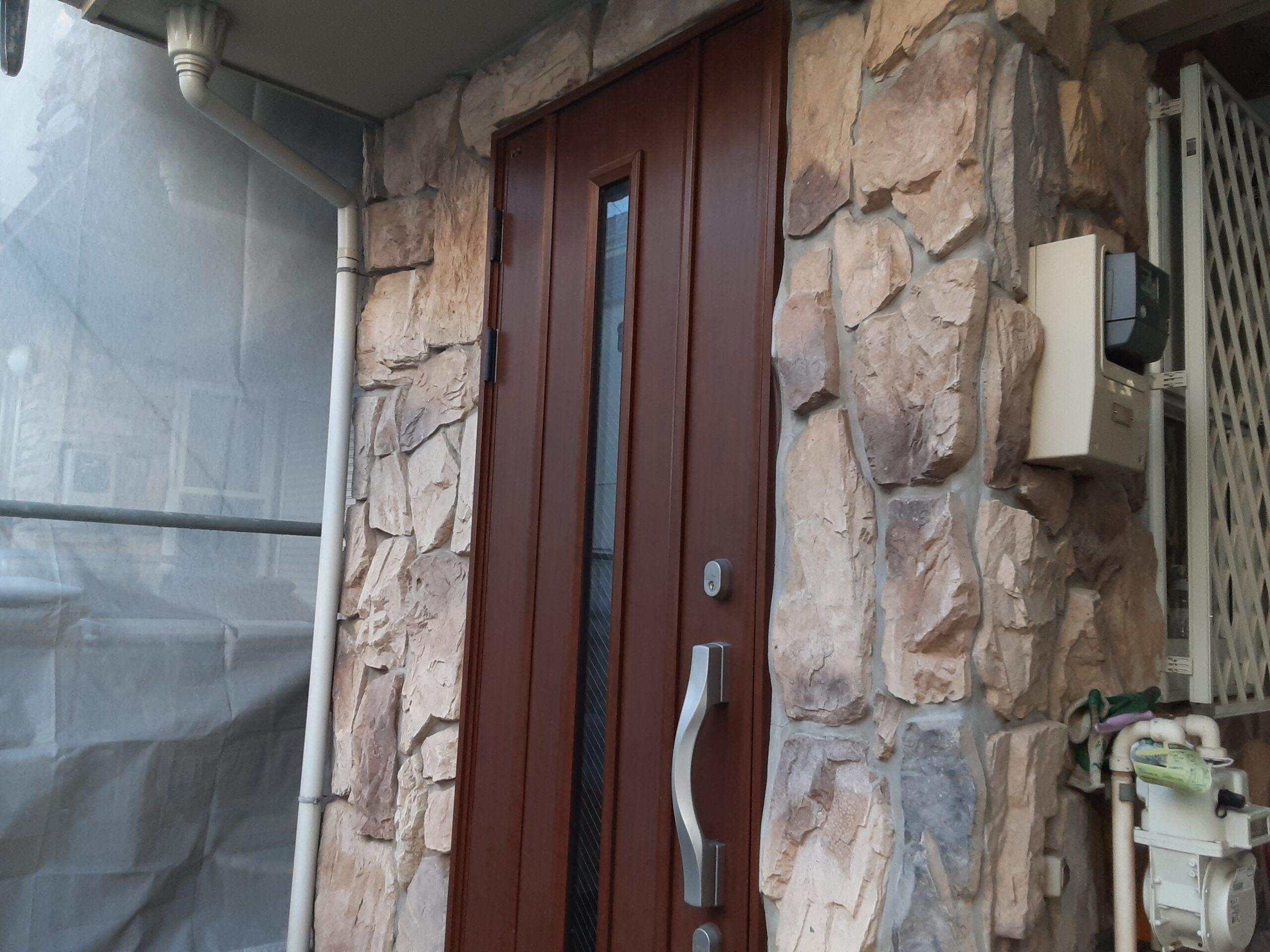 埼玉県さいたま市桜区のW様邸(木造3階建て)にてコーキングの打ち替え・外壁の養生作業
