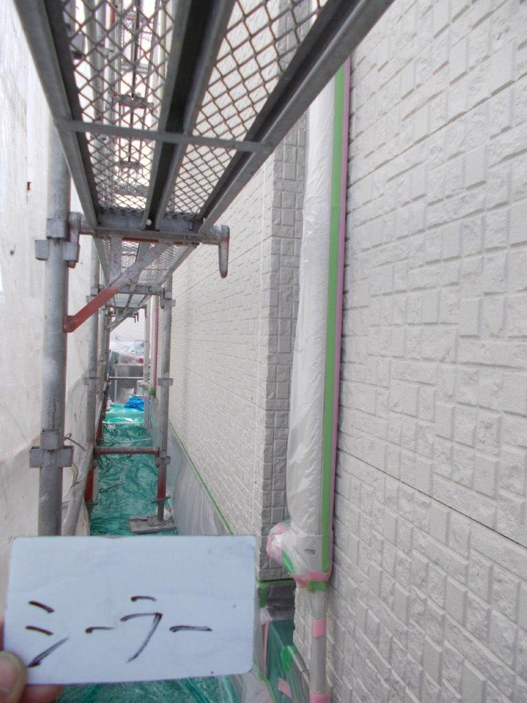 埼玉県さいたま市 外壁中塗り塗装/さいたま市緑区の(木造2階建て)S様邸にて塗り替えリホーム中
