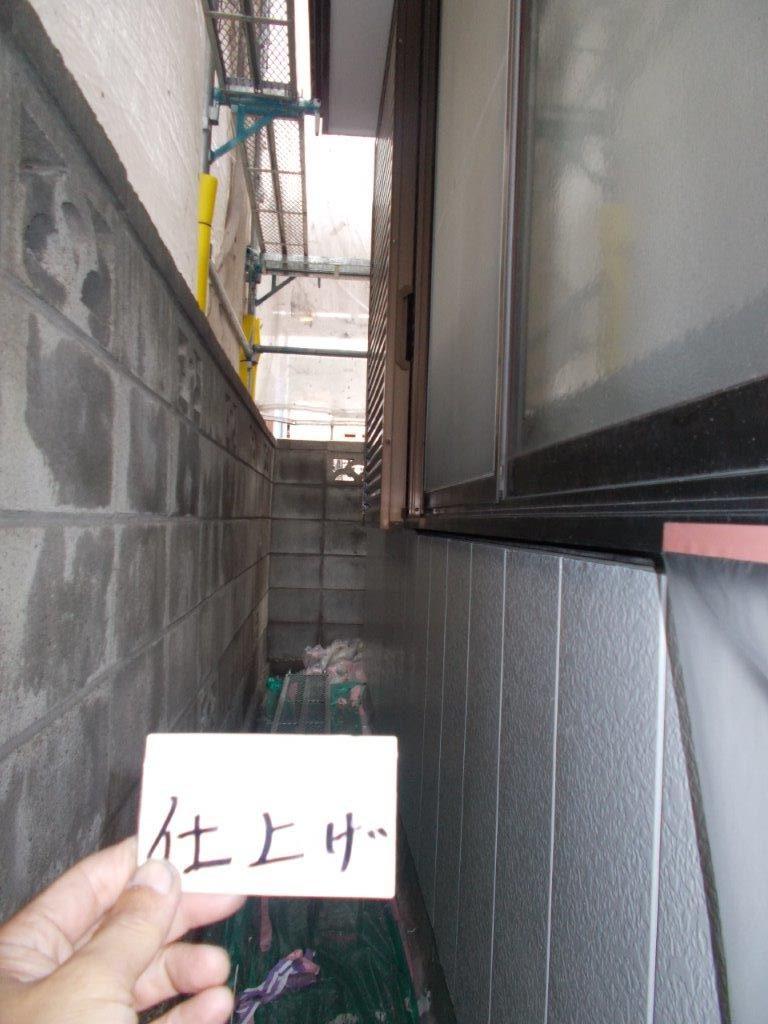 埼玉県さいたま市緑区の(木造2階建て)S様邸にて塗り替えリホーム中 外壁のコーキング打ち替え