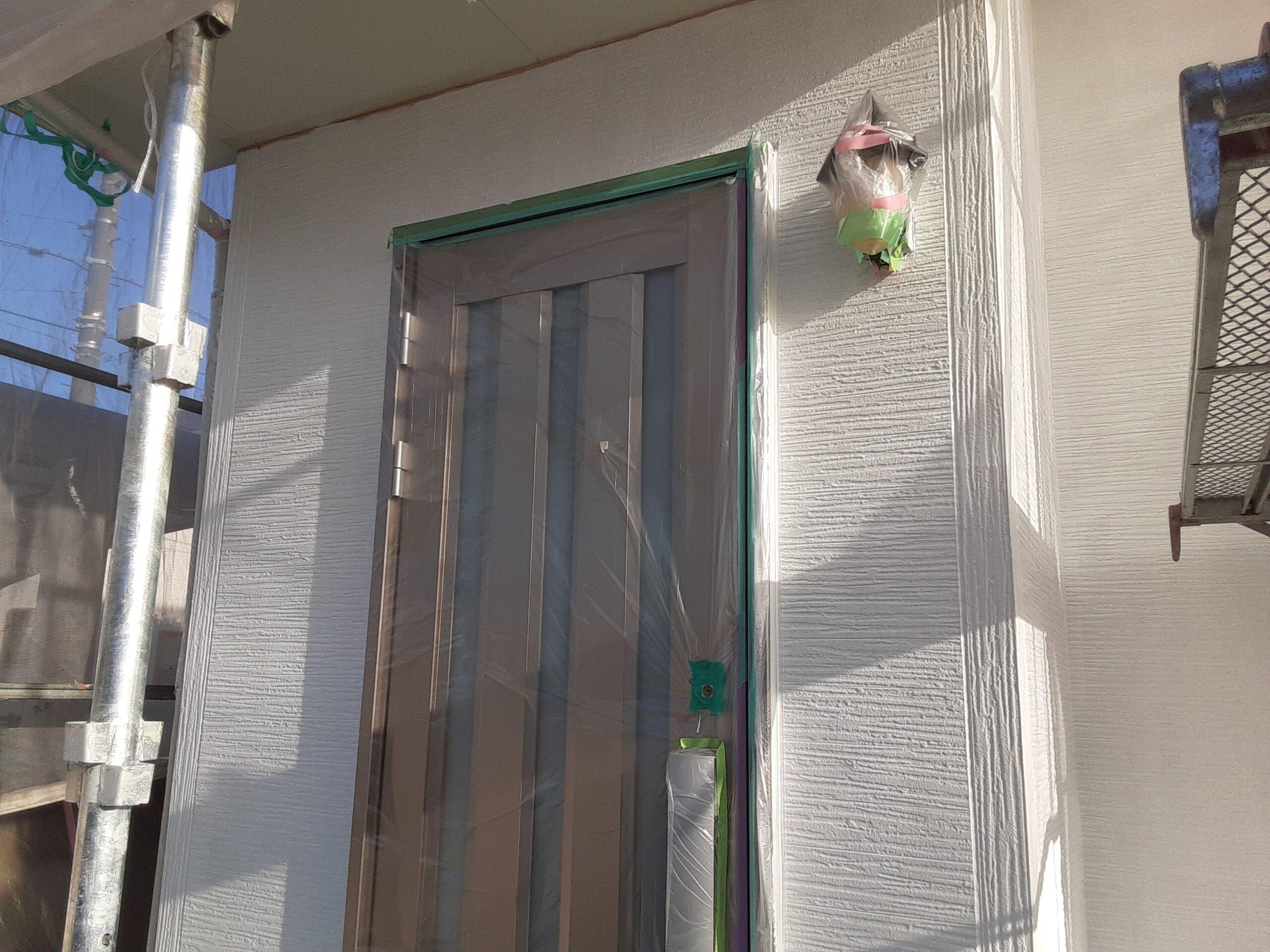埼玉県さいたま市岩槻区のK様邸(木造2階建て)にて外壁の中塗り・仕上げ塗装