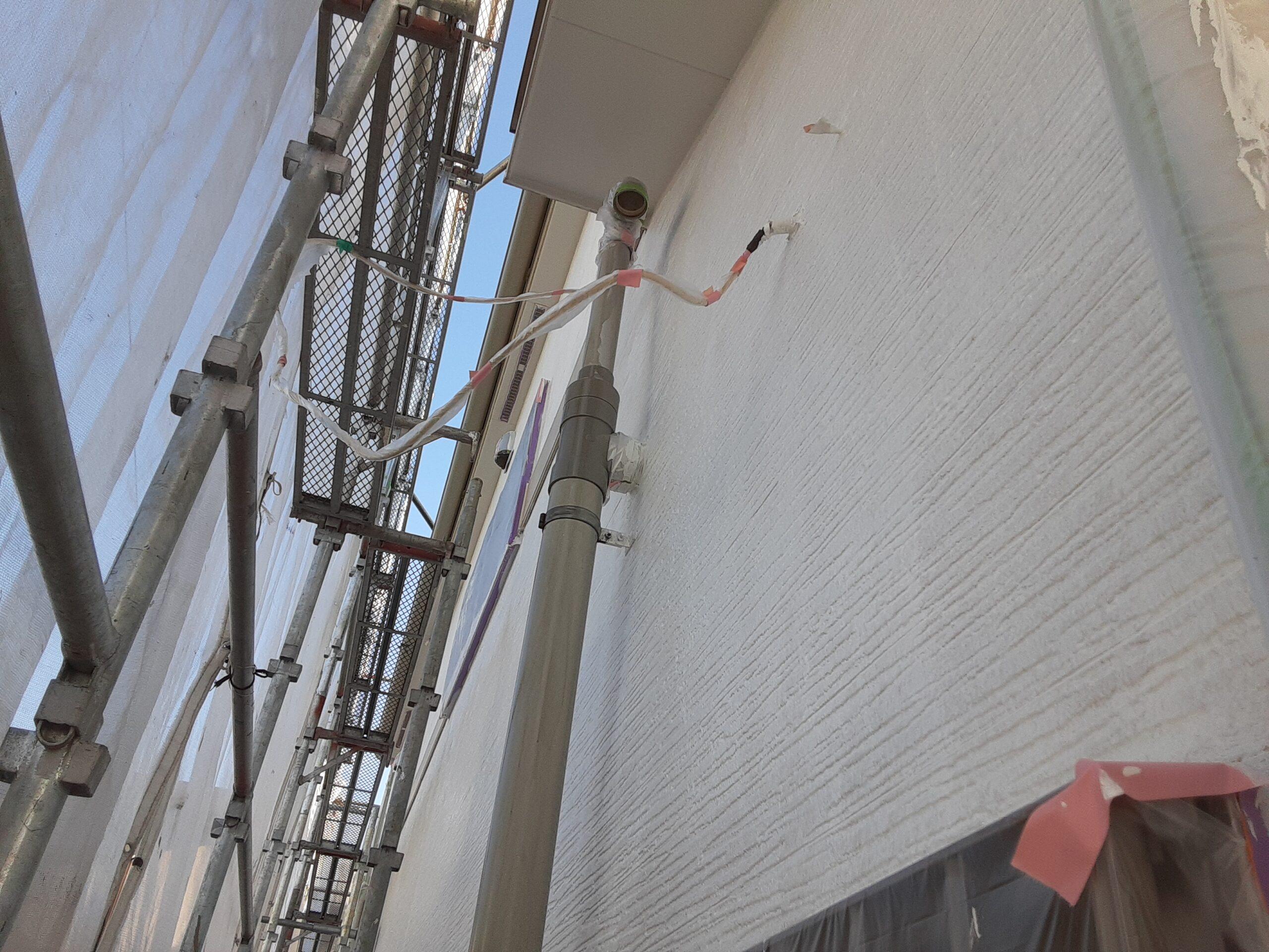 埼玉県さいたま市岩槻区のK様邸(木造2階建て)にて塗り替えリホーム中 外壁の仕上げ塗装/