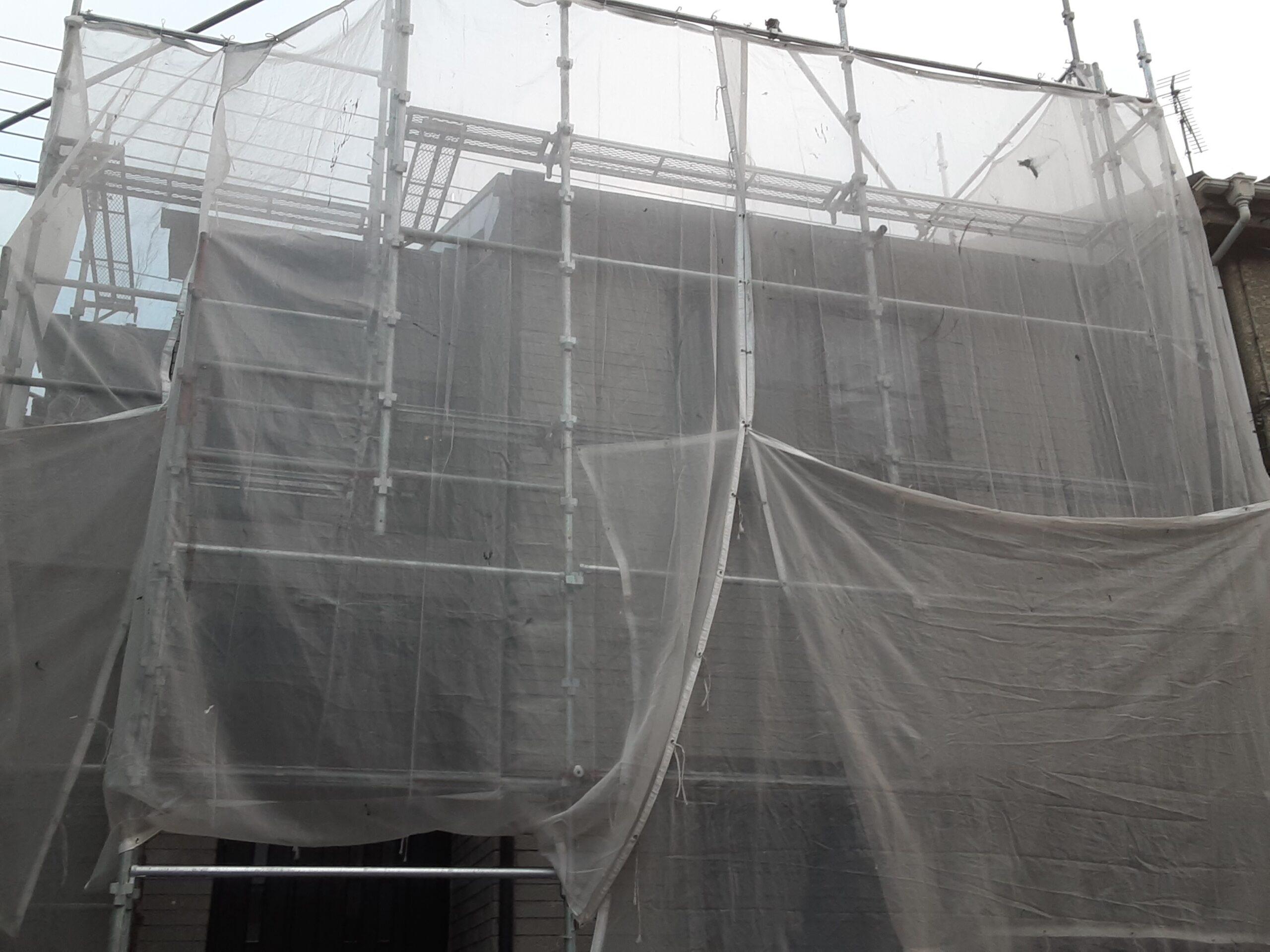 埼玉県さいたま市岩槻区の(木造2階建て)K様邸にて塗り替えリホーム 足場のメッシュシート