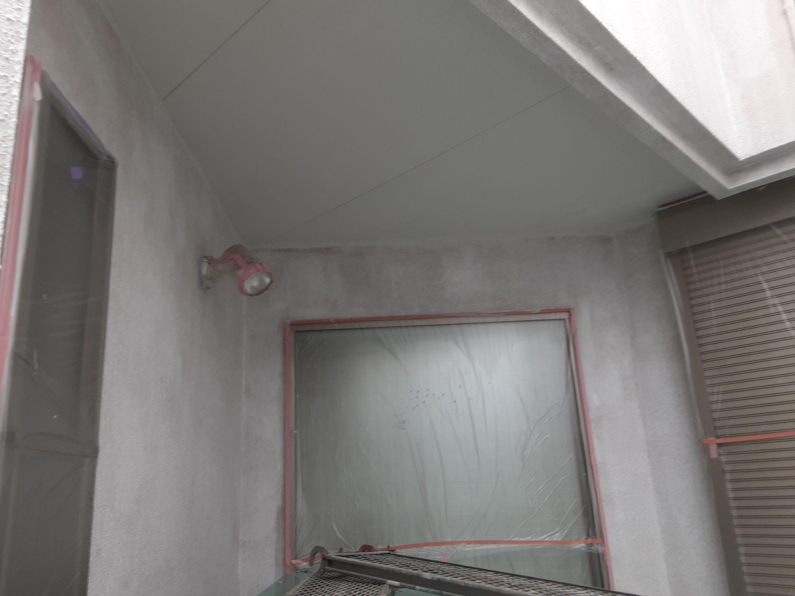 さいたま市大宮区のW様邸(木造2階建て)にて外壁の下塗り・中塗り塗装