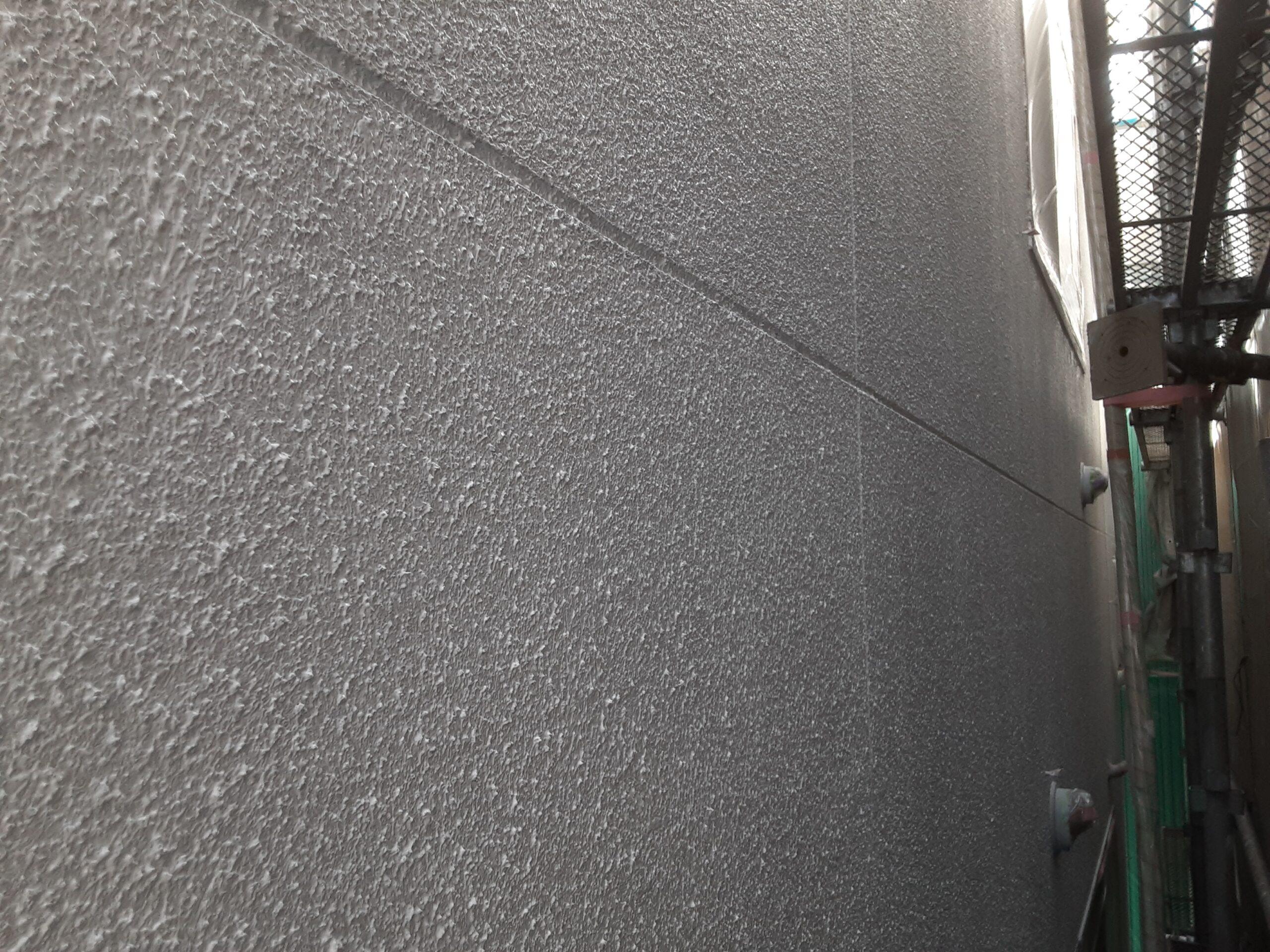 埼玉県さいたま市中央区のK様邸(木造2階建て)にて外壁の養生・下塗り塗装