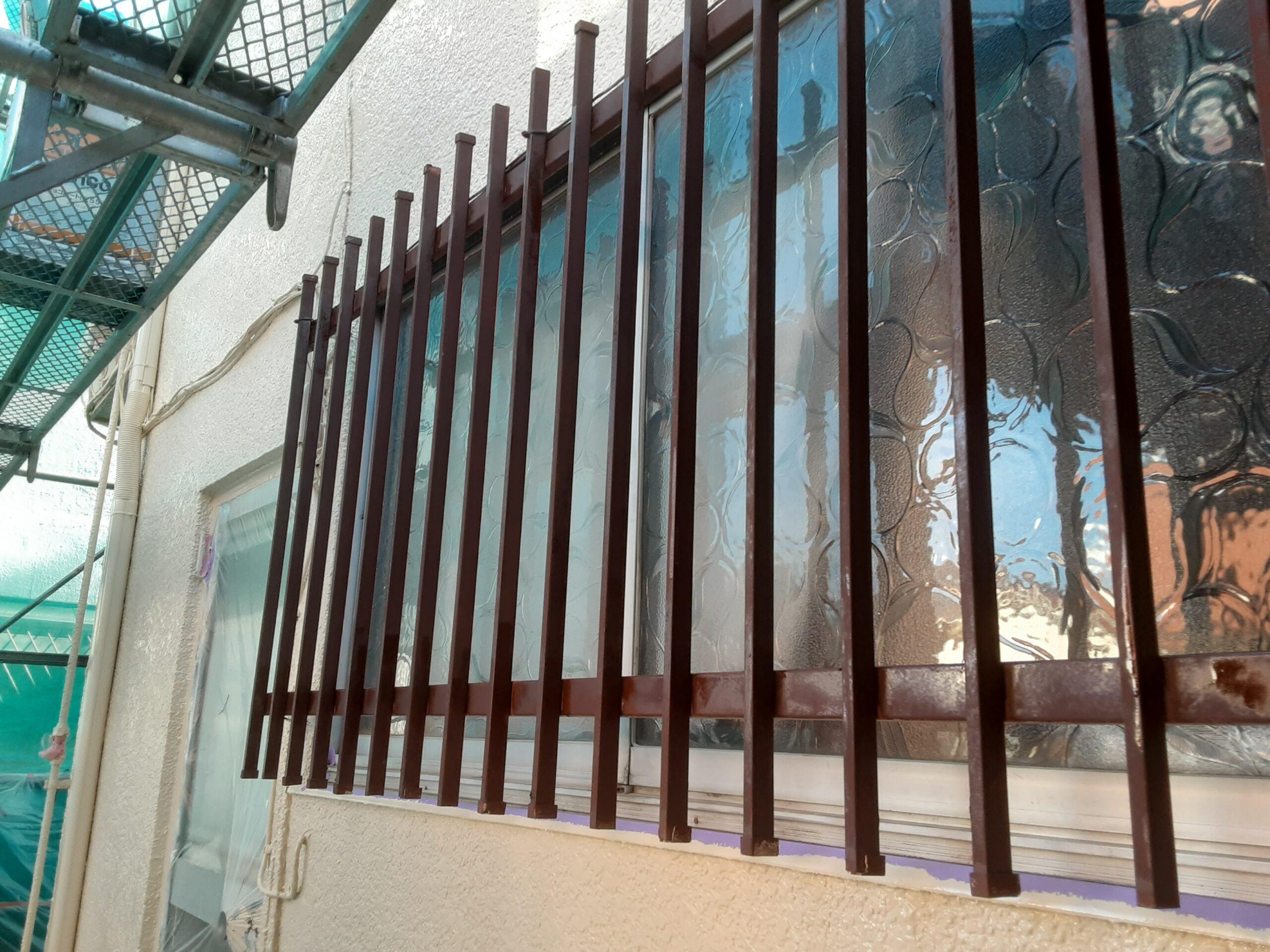 外壁の鉄部の塗装/さいたま市緑区の(木造2階建て)I様邸にて塗り替えリホーム中