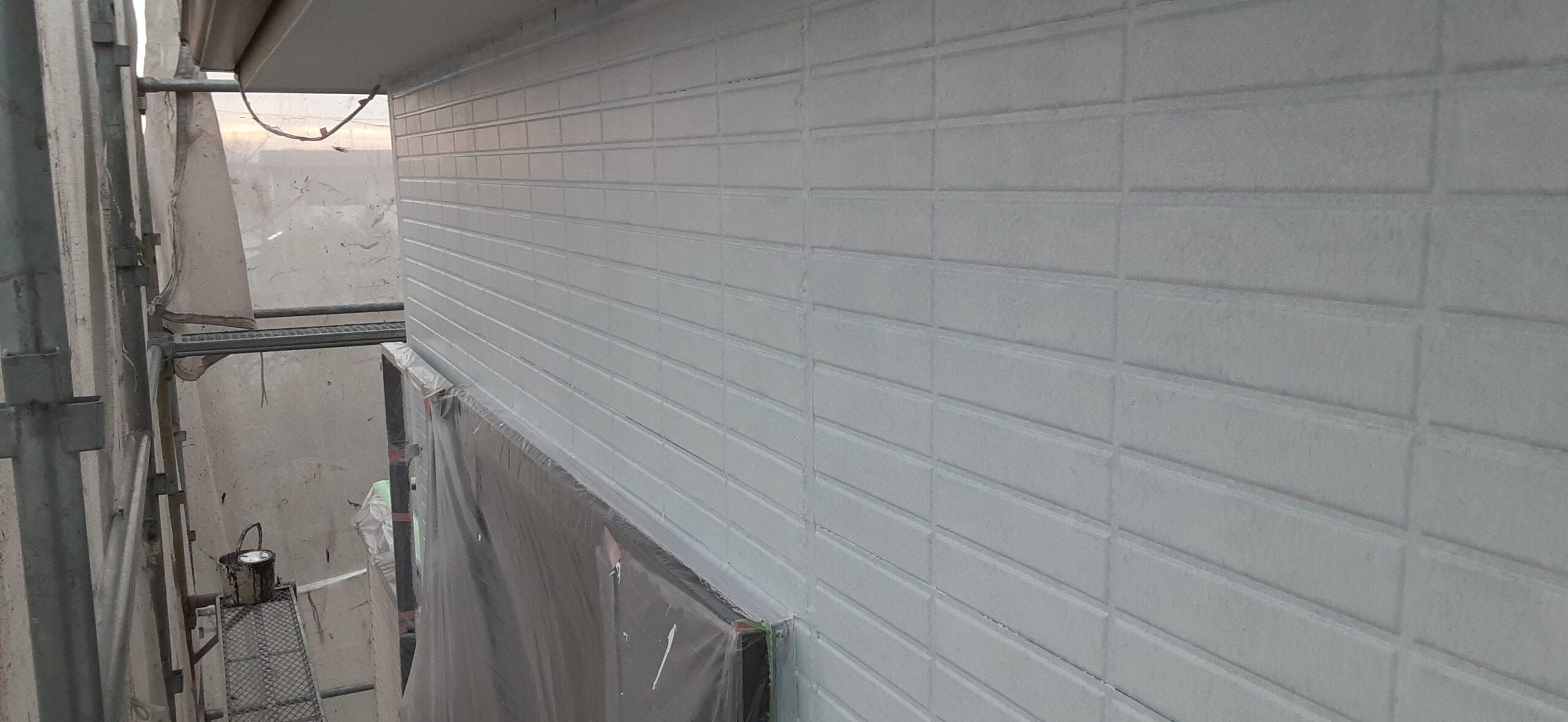 埼玉県さいたま市 外壁塗装の養生、屋根の中塗り塗装、軒天の塗装/さいたま市岩槻区の(木造2階建て)M様邸にて塗り替えリホーム中