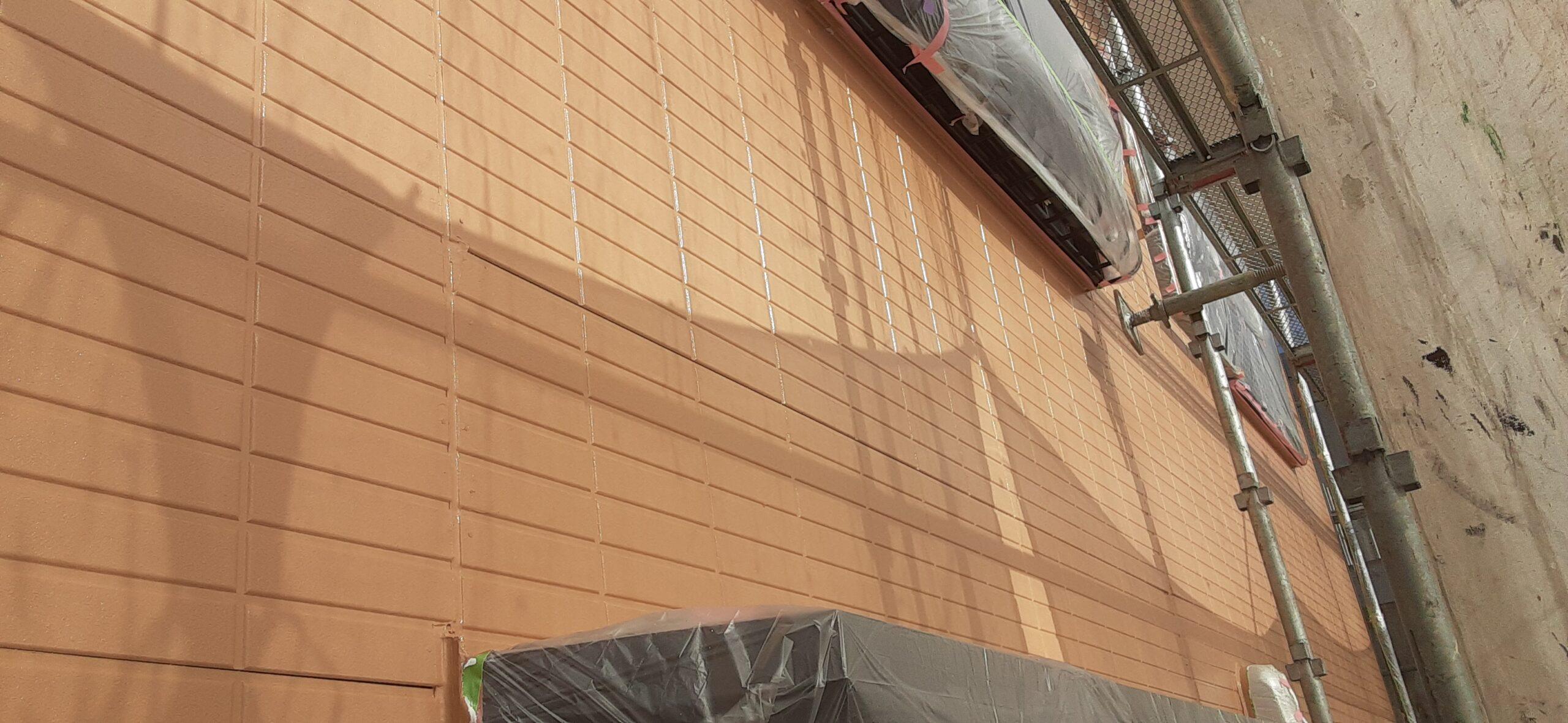 埼玉県さいたま市 外壁中塗り塗装、破風の塗装/さいたま市岩槻区の(木造2階建て)M様邸にて塗り替えリホーム中