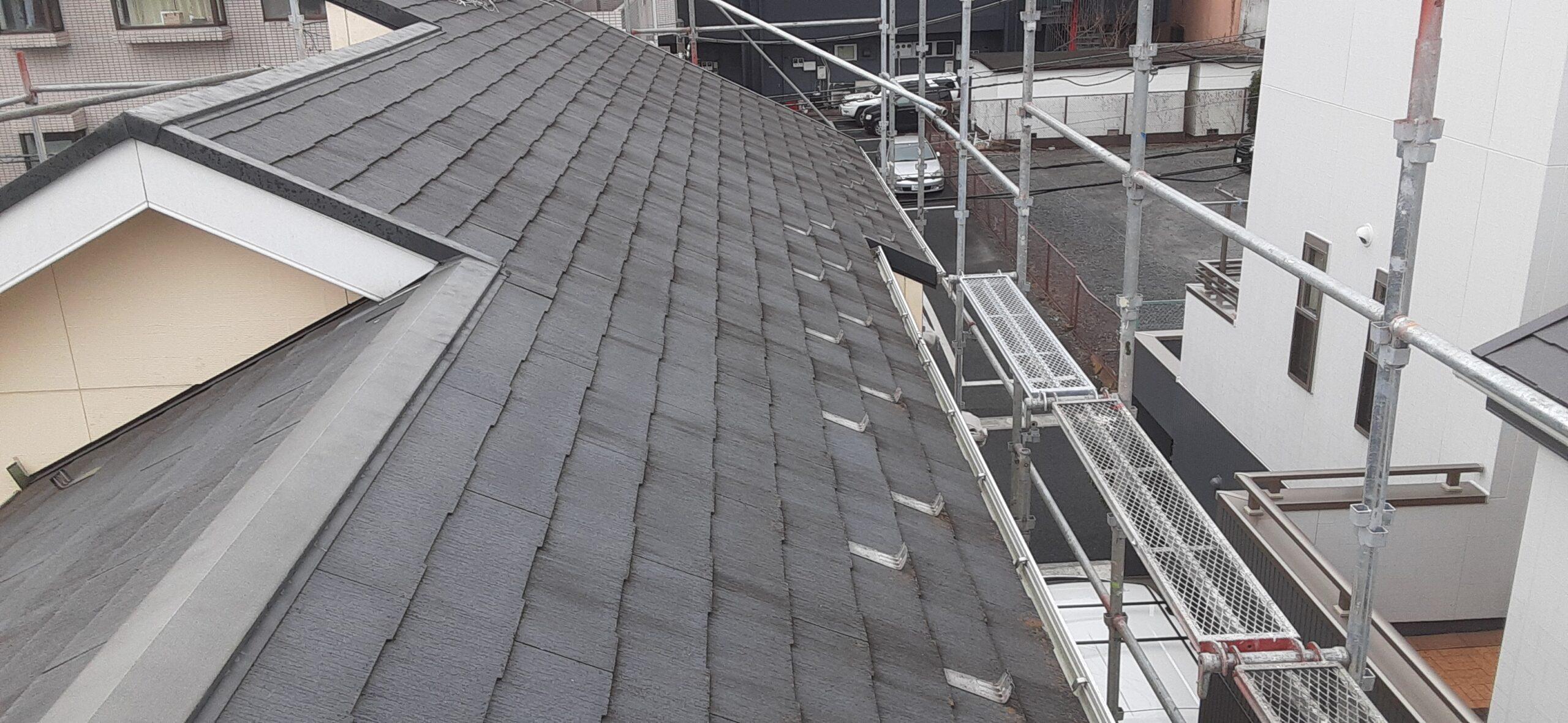 屋根の塗り替えリホーム/さいたま市岩槻区の(木造2階建て)S様邸にて塗り替えリホーム中