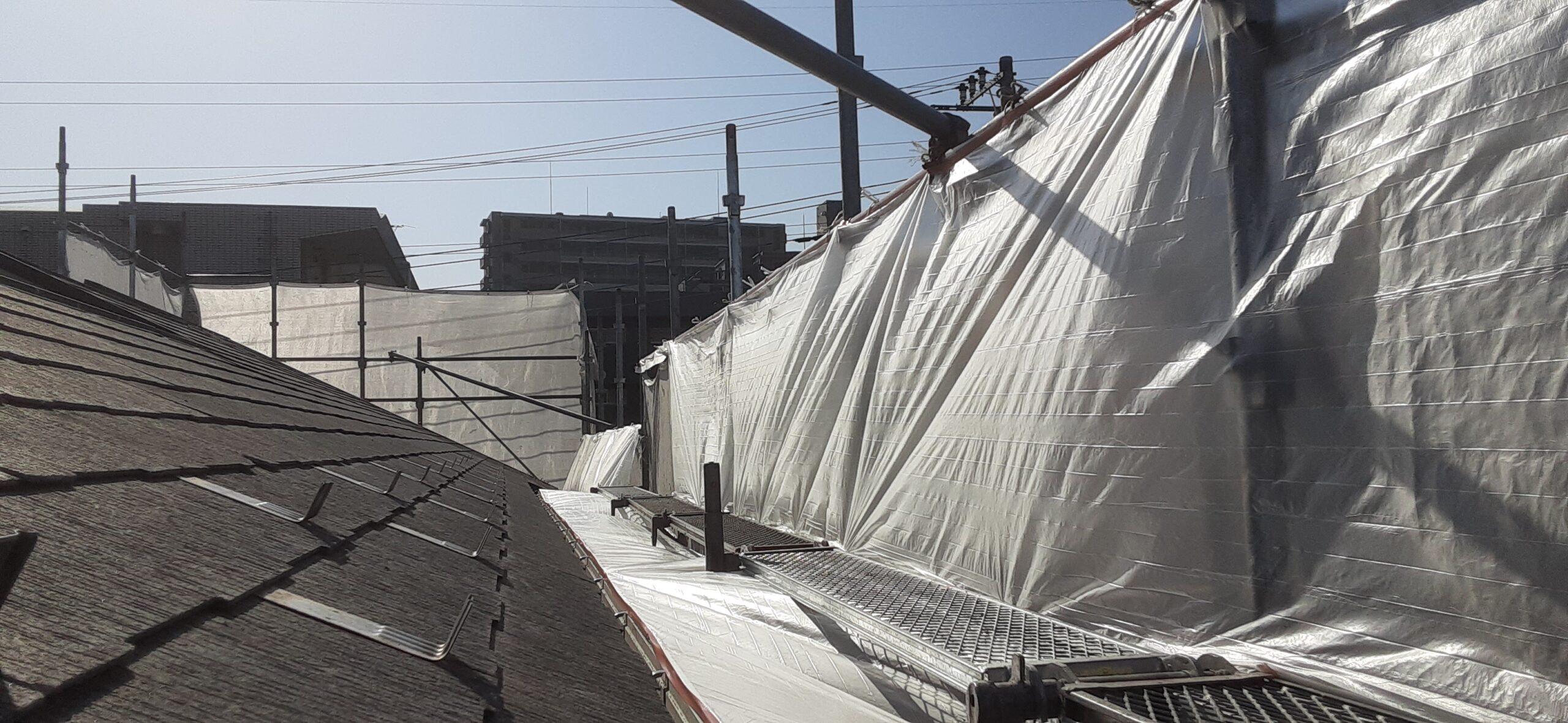 屋根のコーキング、養生/さいたま市岩槻区の(木造2階建て)S様邸にて塗り替えリホーム中