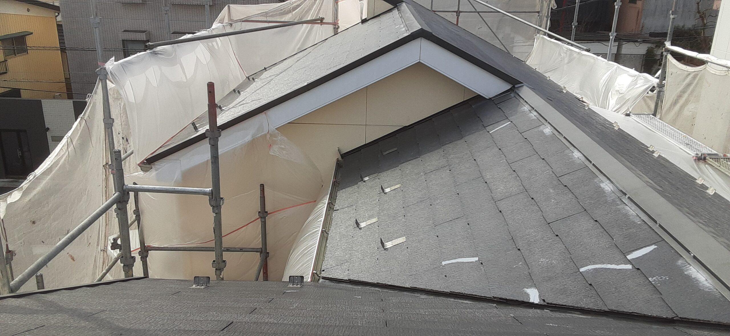 屋根の下塗り塗装/さいたま市岩槻区の)(木造2階建て)S様邸にて塗り替えリホーム中