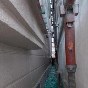 埼玉県越谷市 屋根塗装 外壁塗装 中塗り 重ね塗りが必要な理由 (1)