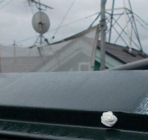 埼玉県越谷市 屋根塗装 外壁塗装 棟板金コーキング 棟板金の釘が抜けるとどうなるか (3)