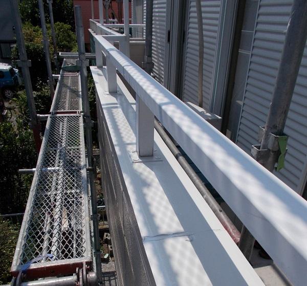 埼玉県越谷市 屋根塗装 外壁塗装 付帯部 出窓の屋根 ベランダの手すり2