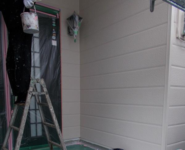 埼玉県越谷市 屋根塗装 外壁塗装 中塗り 重ね塗りが必要な理由 (4)
