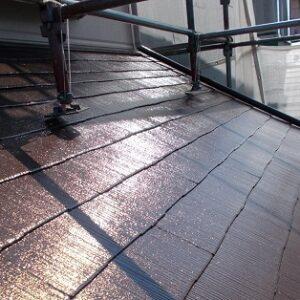 埼玉県越谷市 屋根塗装 外壁塗装 屋根中塗り・上塗り 塗料とペンキの違い (1)