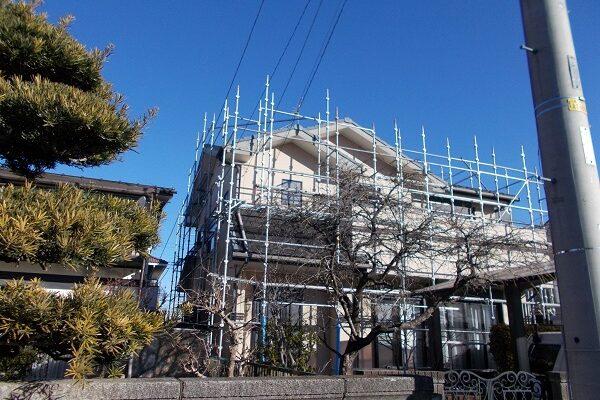 埼玉県上尾市 E様邸 外壁塗装・付帯部塗装 施工前の状態 足場設置 (6)