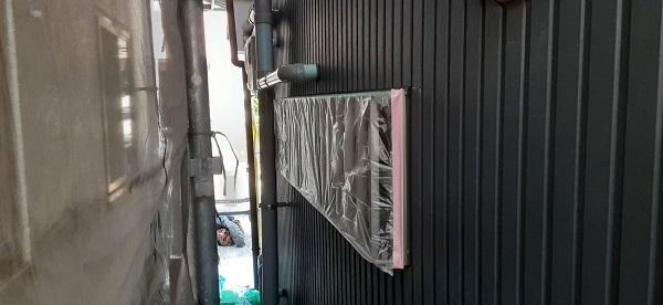 埼玉県さいたま市桜区 T様邸 外壁塗装 シーリング打ち替え工事 オートンイクシード 窓ガラス等の養生 (2)