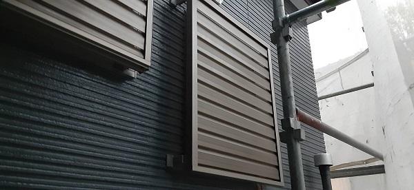 埼玉県さいたま市見沼区 H様邸 外壁塗装・屋根塗装・付帯部塗装 塗装完了後の仕上げ サッシ廻りの掃除 (1)