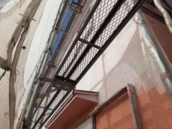 埼玉県さいたま市岩槻区 K様邸 屋根塗装・外壁塗装 外壁養生 下塗り (3)