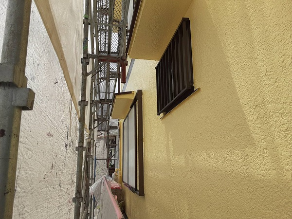 埼玉県さいたま市岩槻区 K様邸 屋根塗装・外壁塗装 外壁中塗り・上塗り 重ね塗りが必要な理由 (1)