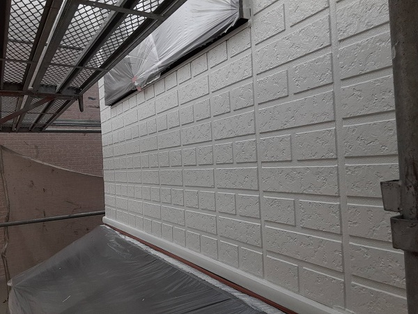 埼玉県さいたま市西区 N様邸 屋根塗装・外壁塗装 外壁中塗り 鉄部塗装 錆び止めの効果って (2)
